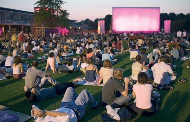 Cinema-plein-air-Villette-630x405-C-OTCP-Marc-Bertrand-157-08